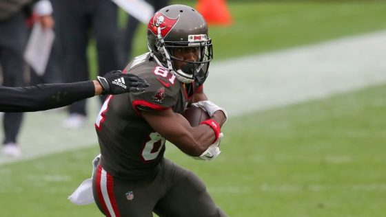 """Antonio Brown """"grateful for the opportunity"""" to return to Bucs"""